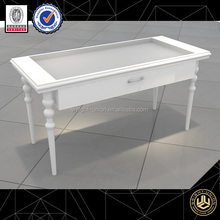 High Quality Wooden Clothing Display Table