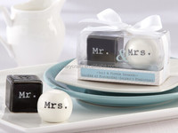Wholesale Beautiful designs Salt and Pepper Shaker Wedding Favors / Mini Porcelain Gift