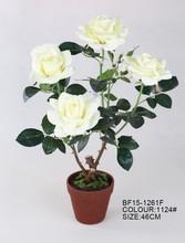 Realista artificiales en macetas de flores