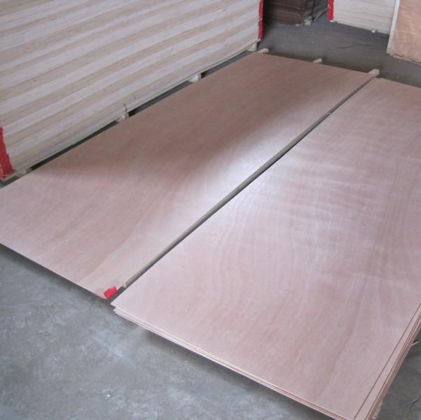 commerce assurance contreplaqu design int rieur des portes okoum placage de bois. Black Bedroom Furniture Sets. Home Design Ideas