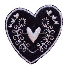 2014 Lovely custom embroidered heart patches for clothing