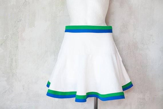 Эротичная ученица в миню юбки