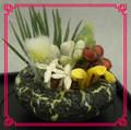 Hecho a mano de casa de muñecas en miniatura artificial 1/12 escala plato de flores de jardín