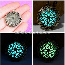 New Design Luminous Blue And Green Glow Hollowed Lockets Pendant For Women Necklace