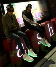 Led calza para parejas para el día de fiesta de noche partido brillante desgaste a los zapatos del partido