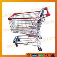 Asian mercado carros de la compra y carros