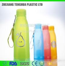 ร้อนpromotionalecoเป็นมิตรjoyshakerขายส่งขวดน้ำพลาสติกขวดน้ำผลไม้ที่มีinfuser