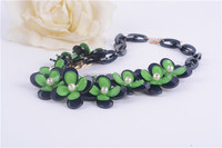 Newest design pearl necklace wholesale cheap green acrylic four leaf clover necklace for ladies