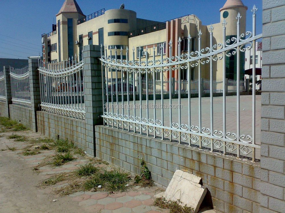 Durable decorative metal modern gates and steel fence