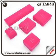 Plastic jewelry boxes wrapped with pink velvet and custom embossed logo for jewellery tradeshow and fair jewelry boxes