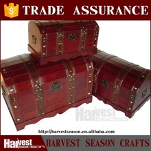 luxurious vintage hamper box
