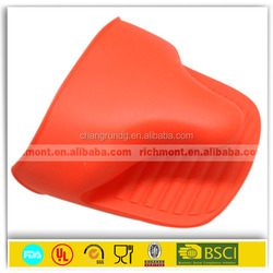 3 fingers shape silicone oven mitt