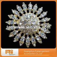 High quality lustrous gold rhinestone brooch with competitive price,bouquet crystal pick in gold with clear rhinestones