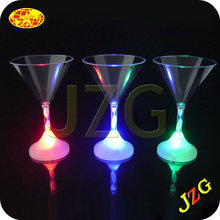 Blue led flashing martini glasses shenzhen factory cheap wholesale LED flashing plastic martini drinking glasses