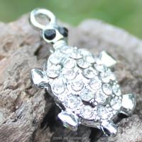 Wholesale design chain alphabet pendant glow pendant tortoise charm
