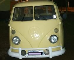 1975 VW Bus (Brazilian classic Kombi van)