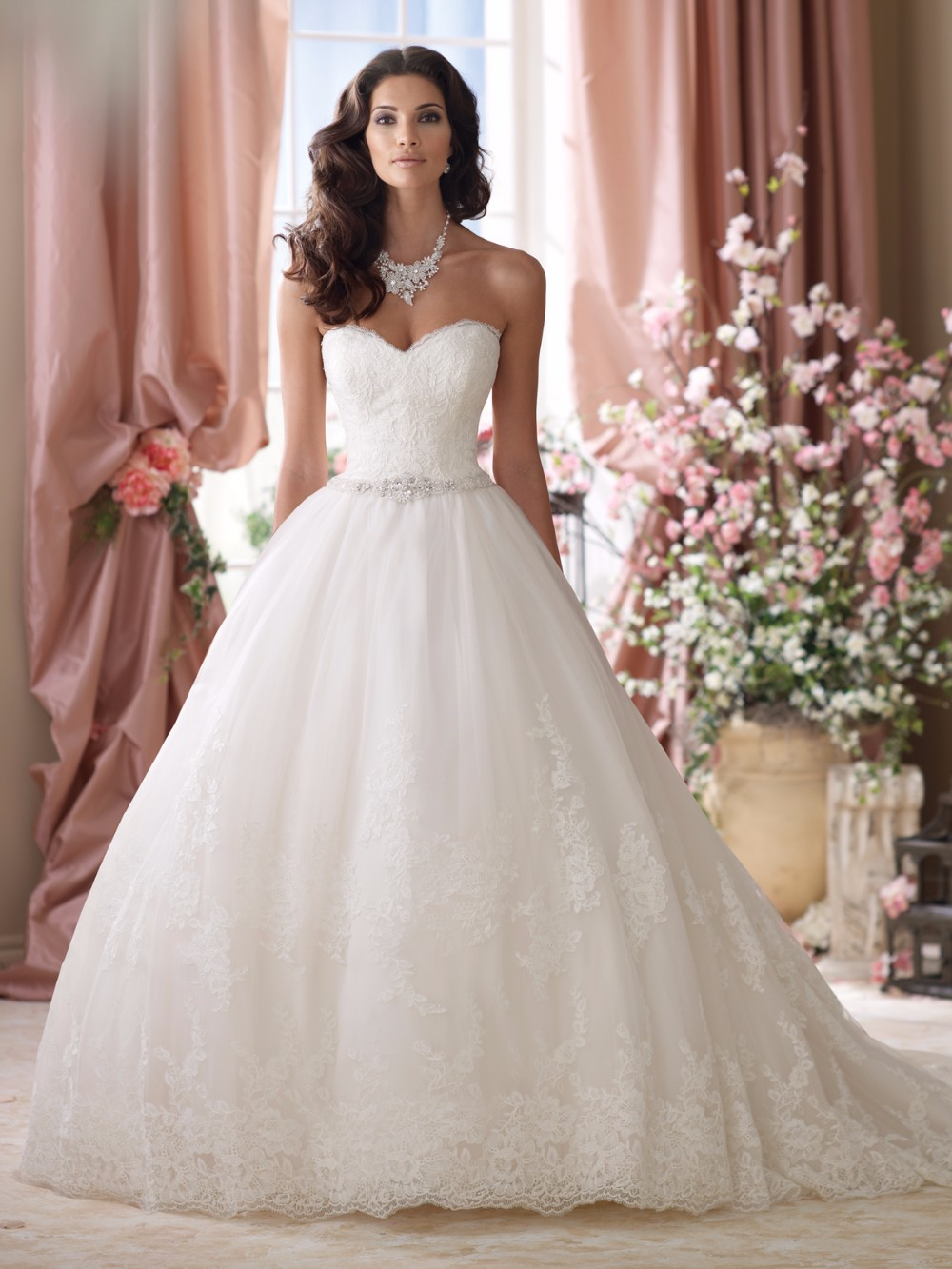 Última moda vestidos de casamento no preço barato por atacado