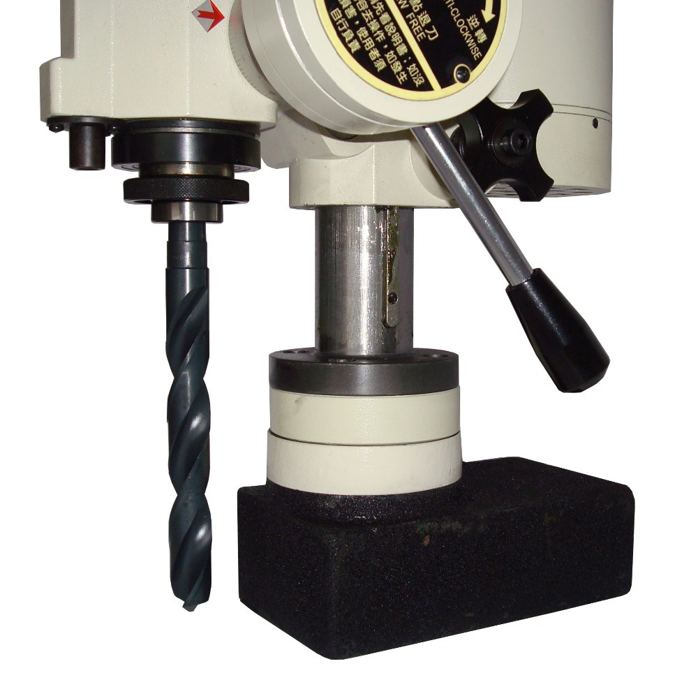 thread tapping machine