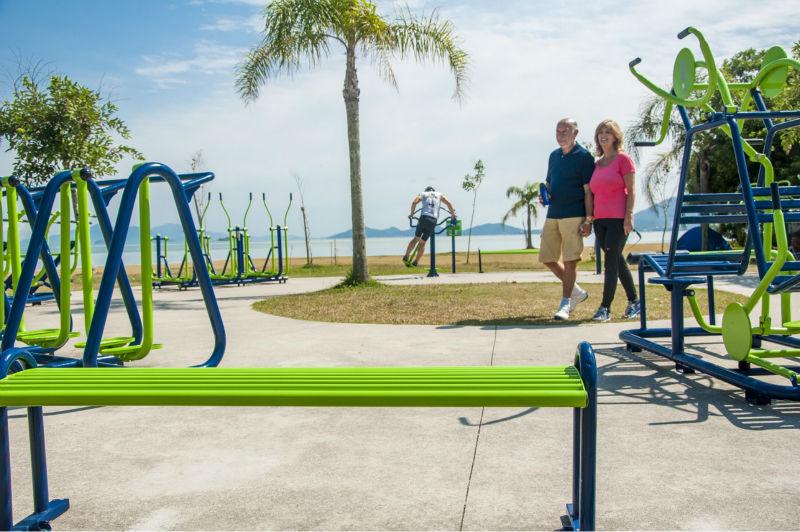 Banco para plazas y gimnasios al aire libre bancos para el for Banco de paletas al aire libre