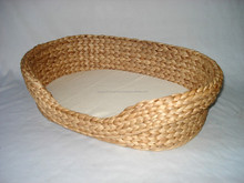 Cheap and Lovely Ecofriendly, handmade pet basket, decorative, nice shape with cushion mat made in Vietnam