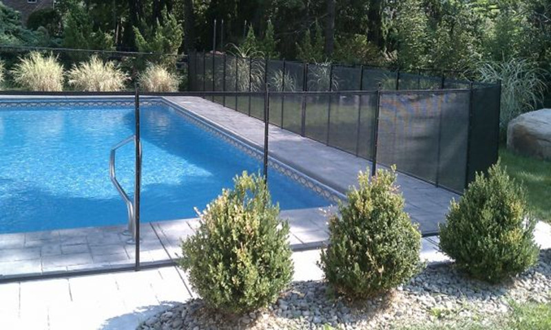 Vinyl removable retractable fence for swimming pool safety