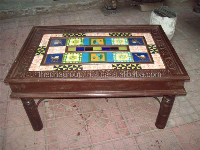 Mesa de madeira com atraente cer mica azulejo arm rios de - Mesas con azulejos ...