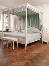 Gustavian canopy bed